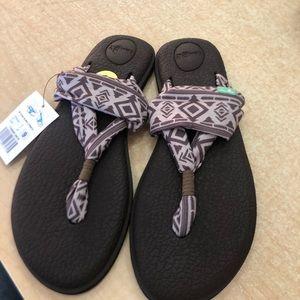Yoga sandals new sanuk.